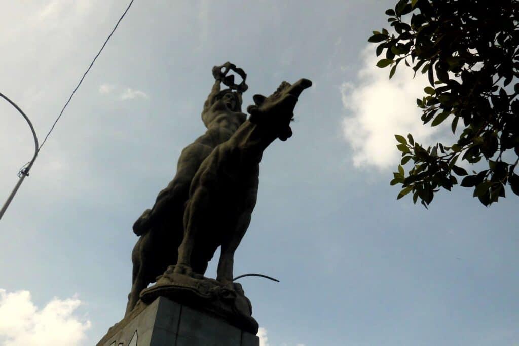 Maria Lionza statue