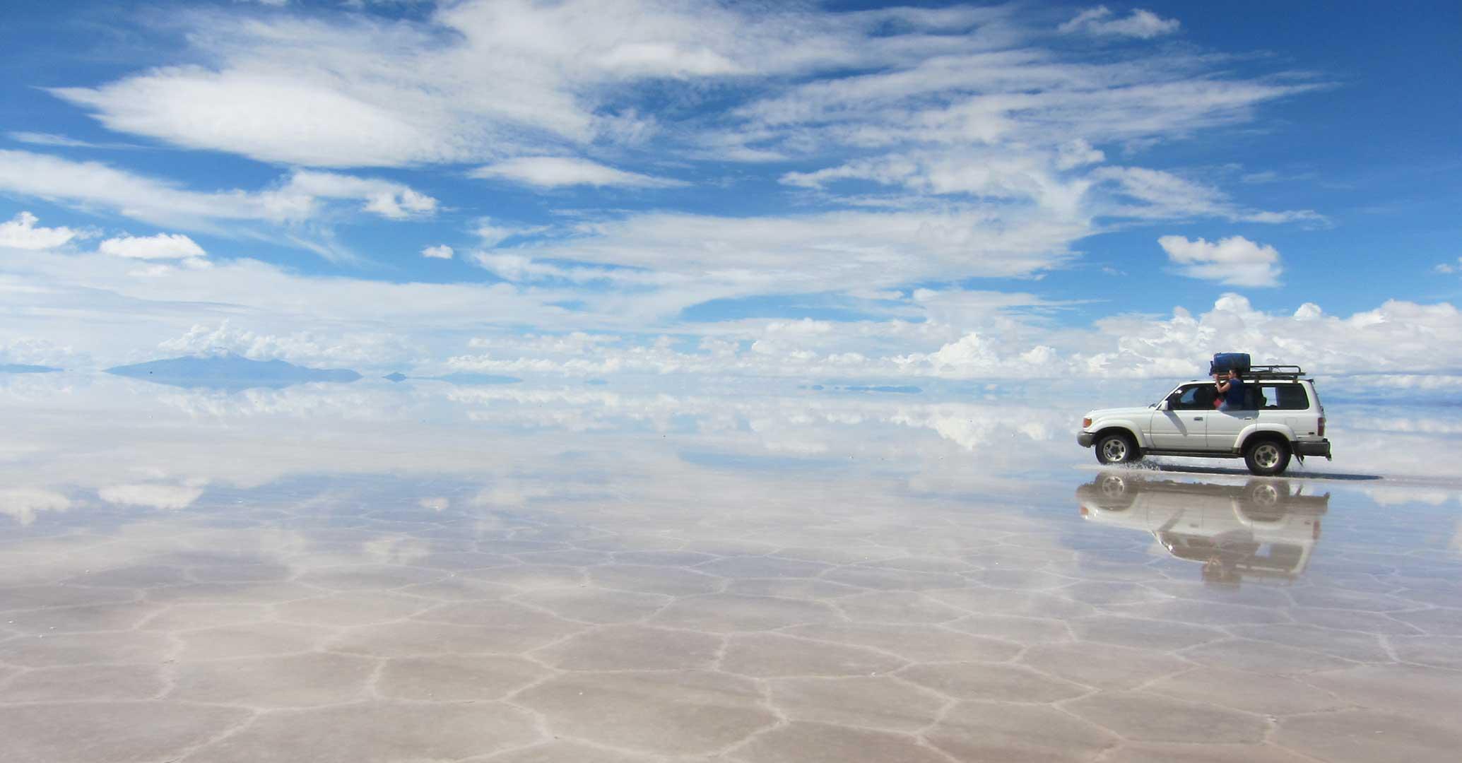 Crossing Salar de Uyuni in car